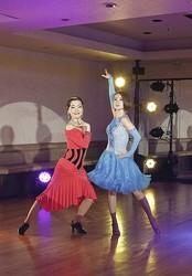 社交ダンスの先生と生徒など 9通りの役に挑む
