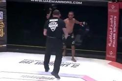 MMA選手がレフェリーを攻撃し失格となった(画像はスクリーンショットです)