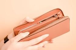 お金の管理が苦手なマネービギナーにとって、やりくり上手になり、お金を呼び込むためには、どのように財布を管理していくとよいのでしょうか。