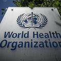 スイス・ジュネーブにある世界保健機関(WHO)本部の看板(2020年7月3日撮影、資料写真)。(c)Fabrice COFFRINI / AFP