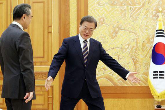 文在寅「無能で危険な外交」は日本に多大な迷惑 中国ベタ褒め、コロナ拡散も歴史歪曲もスルー