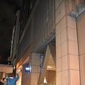 駐車場棟の壁面が歩道に落下したJRタワー=札幌市中央区で2020年9月22日午後6時47分、真貝恒平撮影