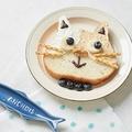 ねこねこ食パンは、このように猫さんのデコレーションを楽しむのが王道のはず…