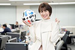 SNSでJリーグ愛を披露した佐藤美希さん。写真:山崎賢人(サッカーダイジェスト写真部)