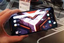 2019年のスマートフォンは、カメラからゲームに?  次世代に挑む戦略で明暗がわかれる