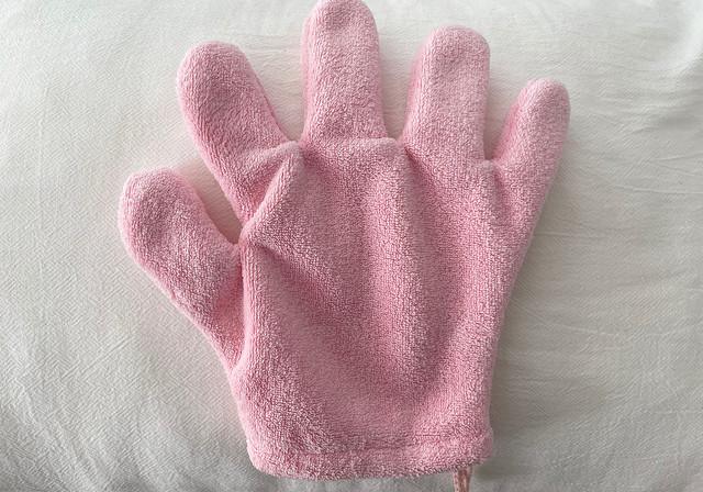 [画像] 【100均】ただの手袋じゃありません!「寝る前&睡眠中に役立つ神アイテム」4選