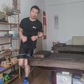 中国東部・杭州で、自宅の寝室内を走り回る潘善粗さん(2020年2月14日撮影、公開)。(c)AFP/Handout / Pan Shancu