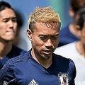 日本代表では共闘している長友(左)と原口(右)。 (C)Getty Images