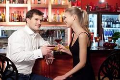 お酒好きにはおすすめ!バーでの出会いのメリットと注意点とは?