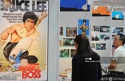 香港国際映画祭に合わせて開催された俳優ブルース・リーの展示会(2010年3月31日撮影、資料写真)。(c)MIKE CLARKE / AFP