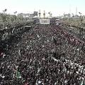 イラク中部カルバラで、イスラム教シーア派の祭日「アシュラ」の行進に参加した巡礼者ら(2019年9月10日撮影)。(c)SALMAN AMIN / AFPTV / AFP