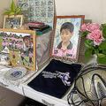 サッカー少年だった小関孝徳君。自宅には、生前に使っていたサッカーボールや、所属していたチームで作られた孝徳君がモチーフのTシャツも
