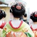 「まるでパパラッチ」京都で舞妓さんを執拗に追いかける観光客たち