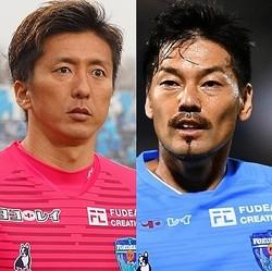 """松井(右)の""""お洒落な""""トラップにチャレンジした六反(左)が動画を公開。写真:サッカーダイジェスト"""