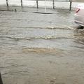 大雨の影響で広島市で土砂崩れ 3人が生き埋めで消防局が救助活動