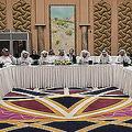 カタール・ドーハで2019年2月に開かれた米国とタリバンの和平協議。カタール外務省提供(2019年2月26日公開)。(c)AFP=時事/AFPBB News