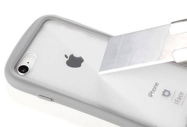 bb32440733 この表面硬度9Hの強化ガラスは傷がつきにくく、経年劣化による黄ばみも防ぐため、いつまでもiPhone本体の美しさを引き立ててくれます。背面ガラスとiPhone本体は密着  ...