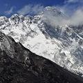 世界最高峰の高さをめぐって論争勃発(時事通信フォト)