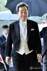 祝宴に出席するため、宮殿に到着した李氏=22日、東京(共同=聯合ニュース)