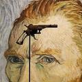 仏パリの競売会社ドゥルオで公開された、19世紀のオランダの画家ビンセント・ファン・ゴッホが自殺に使用したとされる拳銃(2019年6月14日撮影)。(c)FRANCOIS GUILLOT / AFP
