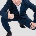 ネットで批判を浴びたスーツ型の作業着 売り上げ目標500%達成