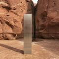 米ユタ州の砂漠地帯で見つかった金属製の柱。同州公安局提供の映像より(2020年11月24日提供)。(c)AFP PHOTO /Utah Department of Public Safety /HANDOUT