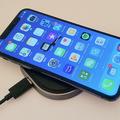 iPhoneのワイヤレス充電は有線より時間がかかる 振動で位置ずれも注意