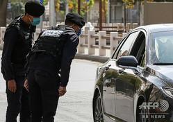 ヨルダン・首都アンマンで検問に当たる警察官ら(2020年10月9日撮影、資料写真)。(c)Khalil MAZRAAWI / AFP