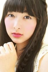 「花のち晴れ—」で音(杉咲花)の同級生・神田麻美を演じる牧内莉亜。劇中でのお嬢様な雰囲気はそのままに、10代らしいあどけなさも残っている。/撮影=広ミノル