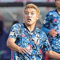 スポーツ紙に「不発」と書かれた堂安律(写真・六川則夫)
