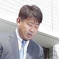 球団に退団を申し入れ、スーツ姿で会見した松坂