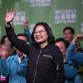 台湾で参謀総長乗ったヘリが墜落 総統選に一矢報いる中国の策謀か