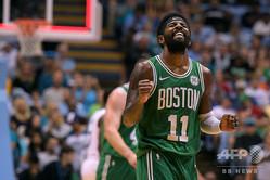 米プロバスケットボール(NBA)、ブルックリン・ネッツと正式に契約したカイリー・アービング(2018年9月28日撮影)。(c)Lance King/Getty Images/AFP