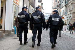 フランスの警察官(Rama/Wikimedia Commons)