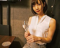 今回のモデル/あけみみうちゃん……'94年、東京都生まれ。T163 B84 W57 H98。スレンダー体形ながらEカップの美巨乳と美しいくびれで人気のAV女優。アイドルグループ「Make it!」のメンバーとしても月に一度定期ライブを開催するなど精力的に活動中