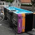 仏ゴネでプールとして生まれ変わったバス(2019年7月15日撮影)。(c)DENIS CHARLET / AFP
