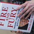 マイケル・ウォルフ著「炎と怒り」(2018年1月5日撮影、資料写真)。(c)ANDREW CABALLERO-REYNOLDS / AFP