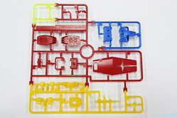 多色成形でプラモデルの部品を一体にできる