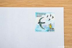スウェーデンの環境活動家グレタ・トゥンベリさんが描かれた切手。デザイナーのヘニング・トロールベックさんが手がけた。ストックホルムにて(2021年1月15日撮影)。(c) Jonathan NACKSTRAND / AFP