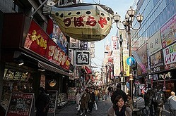 東京や大阪などの大都市は国内外から多くの観光客が詰めかけ人で溢れかえっているが、こうした人混みの中でも「日本人は中国人観光客を一目で見分けている」と指摘し、これは中国人観光客を驚かせるものとなっていると主張した。(イメージ写真提供:123RF)
