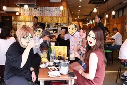どうして平日の昼間からお酒が飲めるの?その謎を解くために上野で突撃インタビューしてきた