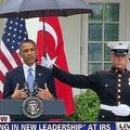 2013年の米・トルコ首脳の記者会見中に傘を差したのは例外的な場面だった/CNN