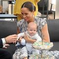 南アフリカのケープタウンを公式訪問した、ヘンリー英王子夫妻と長男のアーチーちゃん(2019年9月25日撮影)。(c)HENK KRUGER / POOL / AFP