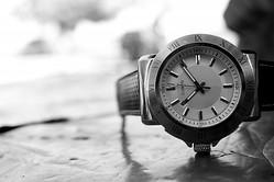 腕時計の販売は好調でも、業績で明暗が分かれたのはなぜ?