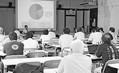 (写真)東海第2原発をめぐるパネルトークで報告する小川仙月さん(正面)=11日、水戸市