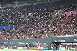 空席が目立つ札幌ドームのスタンド(11日)