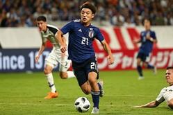 堂安(21番)、南野、中島の3人は高い連動性で相手を崩していた。写真:山崎賢人(サッカーダイジェスト写真部)