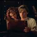 """相性が抜群だった2人(画像は『Titanic 2014年3月26日付Facebook「""""The last thing I need is another picture of me looking like a porcelain doll.""""」』のスクリーンショット)"""