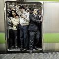 満員電車を受け入れる異常さ 思考停止の状態に「解消法考えるべき」