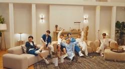 BTS(防弾少年団)、パジャマ姿で「HOME」を披露…家にいる様子を再現したパフォーマンスが話題に(動画あり)